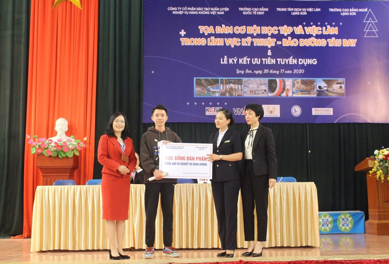 Trung tâm Đào tạo Hàng không Việt Nam mở các khóa học trang bị kỹ năng Tiếng anh và nghiệp vụ hàng không với học bổng ưu đãi