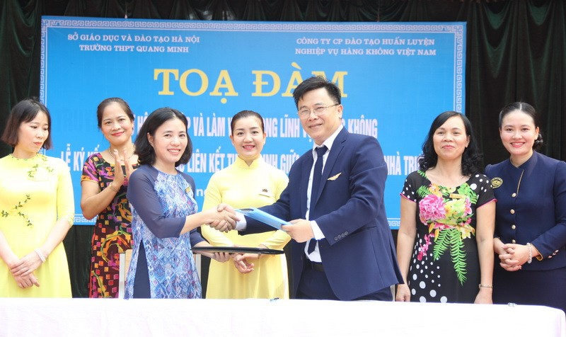 TLễ ký kết Biên bản ghi nhớ tuyển sinh giữa Trường THPT Quang Minh (Mê Linh, Hà Nội) với Công ty VNAS