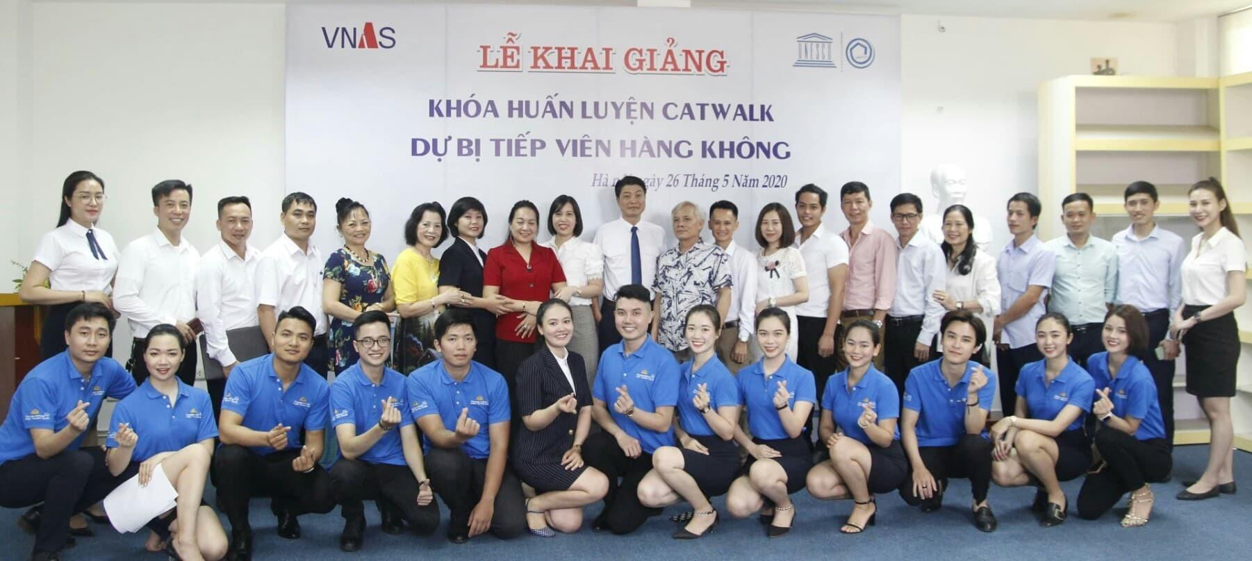 Khai giảng khóa huấn luyện catwalk dự bị Tiếp viên hàng không