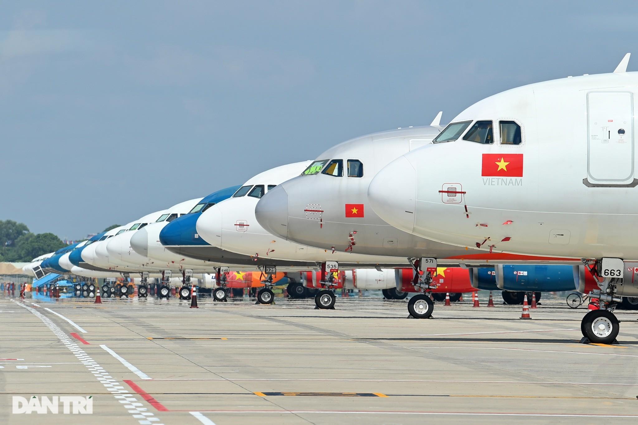 """Ám ảnh hàng trăm tàu bay """"đắp chiếu"""" nằm la liệt tại Cảng Nội Bài, Tân Sơn Nhất"""