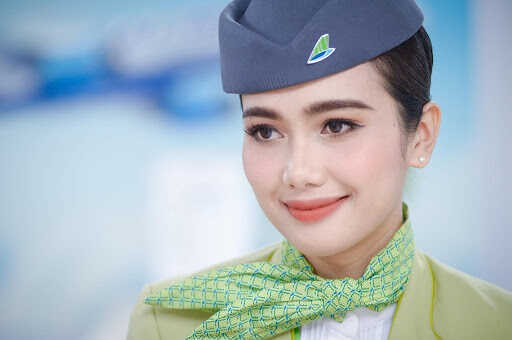 """TGặp gỡ """"Bông hồng Thái"""" với tấm lòng nhân ái trong dàn tiếp viên xinh đẹp của Bamboo Airways"""