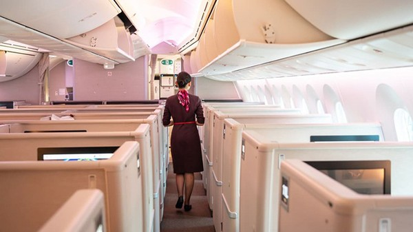 TTiếp viên hàng không Trung Quốc được khuyên đóng bỉm khi làm việc