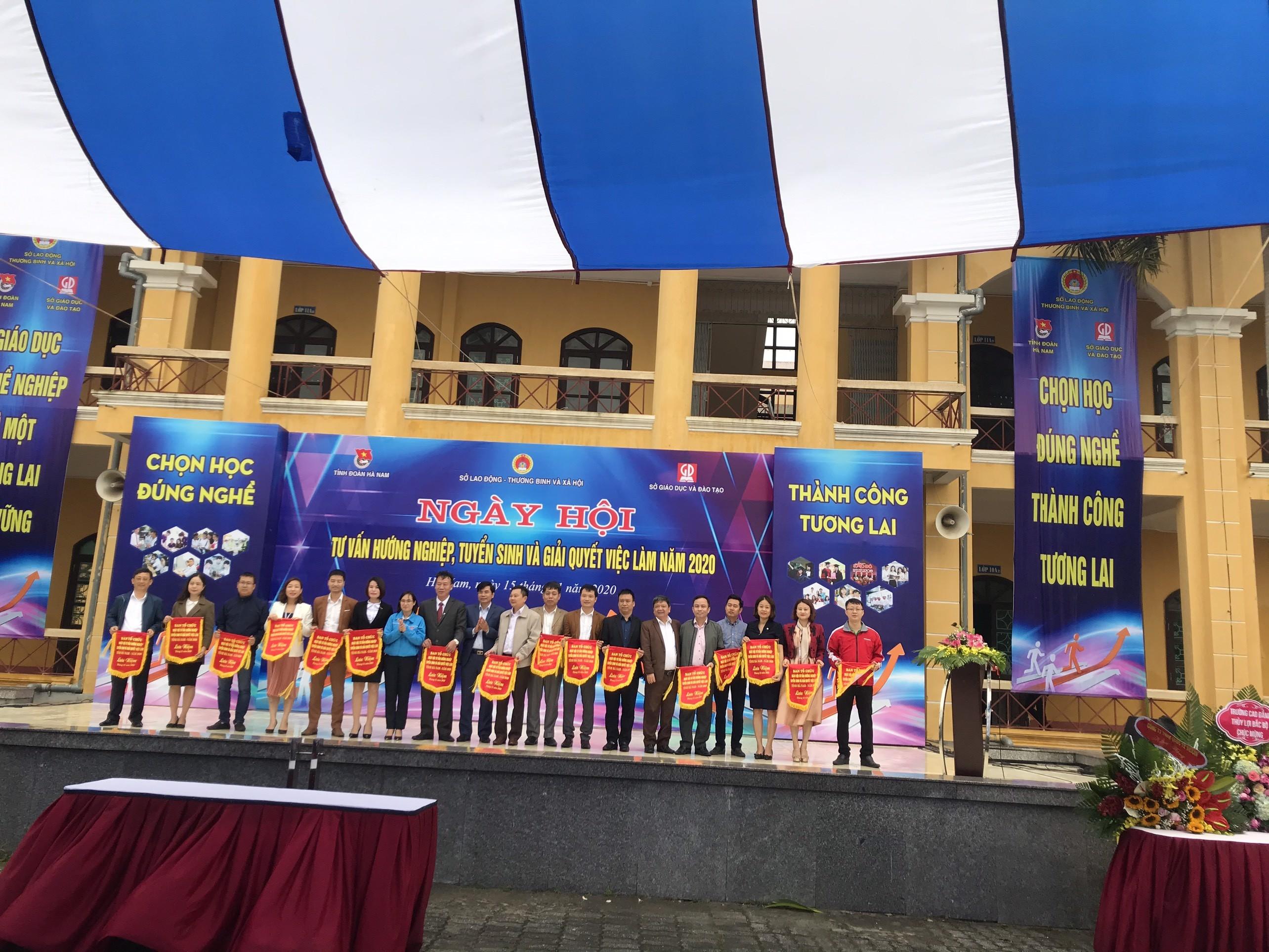 TVNAS tham dự Ngày hội Tư vấn, hướng nghiệp - Tuyển sinh và giải quyết việc làm năm 2020 tại tỉnh Hà Nam