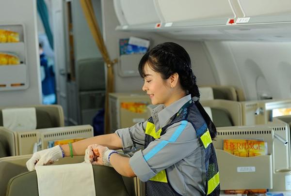"""Nhân viên vệ sinh - người góp phần """"kiến tạo"""" những chuyến bay 4 sao"""