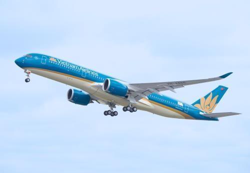 Xem xét thận trọng việc tăng giá trần vé máy bay