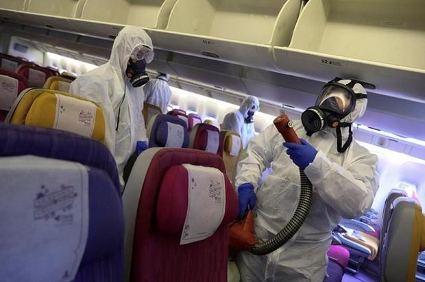 Nguy cơ mắc Covid-19 trên máy bay: Hàng ghế nào dễ lây nhất?