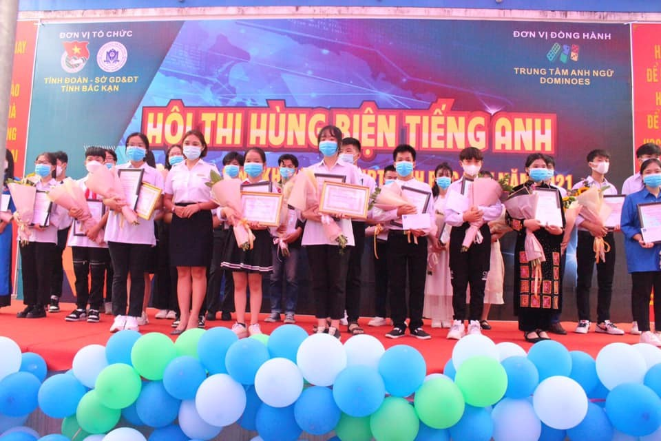 """Công ty Cổ phần Đào tạo Huấn luyện Nghiệp vụ Hàng không Việt Nam (VNAS) đồng hành cùng Hội thi """"Hùng biện Tiếng Anh"""" khối THCS, THPT tỉnh Bắc Kạn năm 2021."""