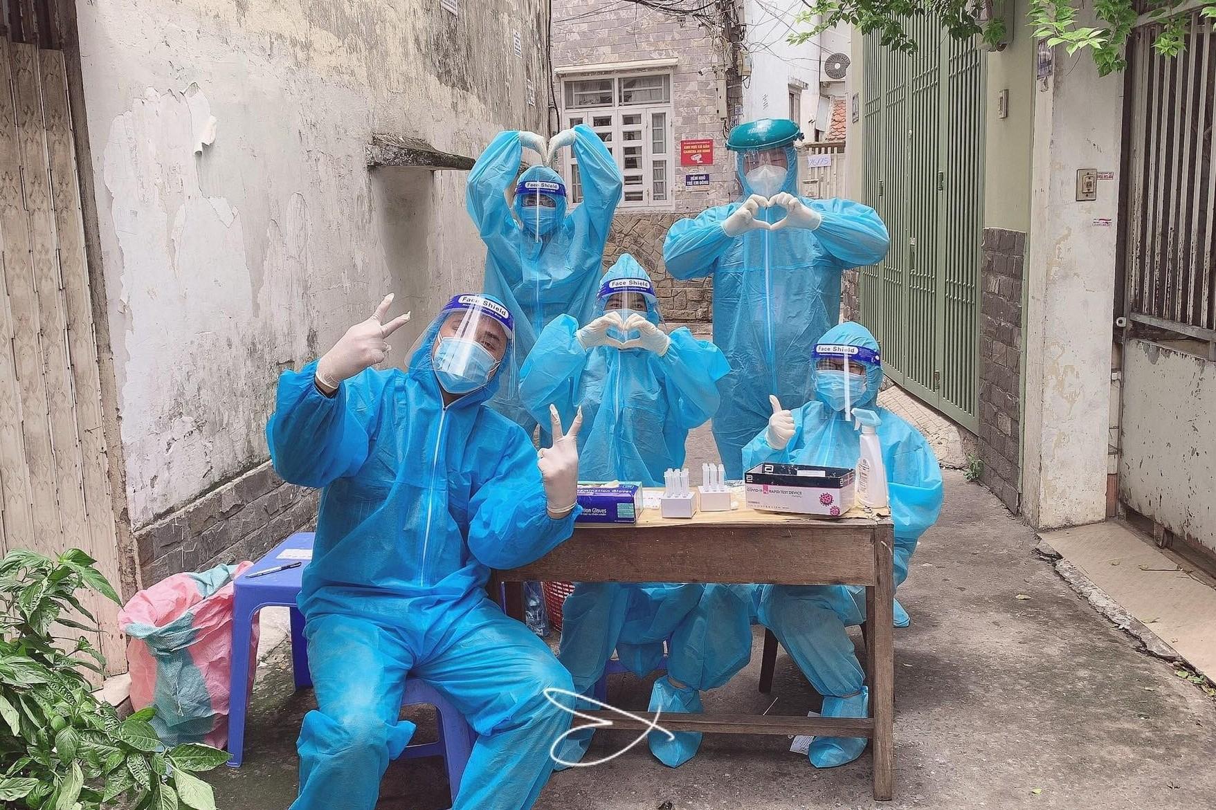 Nam tiếp viên hàng không đi chống dịch Covid-19 ở TP.HCM: 'Mong bố mẹ trên trời sẽ vui'