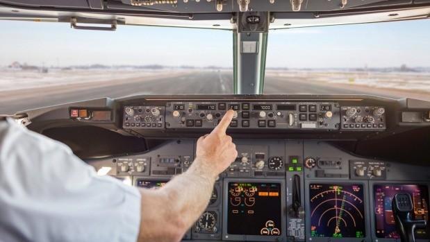 TTiếp viên có thể thay phi công lái máy bay?