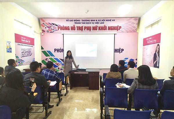 Tập huấn kiến thức ngành hàng không và kỹ năng tư vấn tuyển sinh cho cán bộ Trung tâm DVVL tỉnh Nghệ An