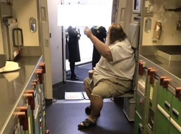 TCác hãng hàng không Mỹ sẽ cân hành khách béo phì và tăng giá vé