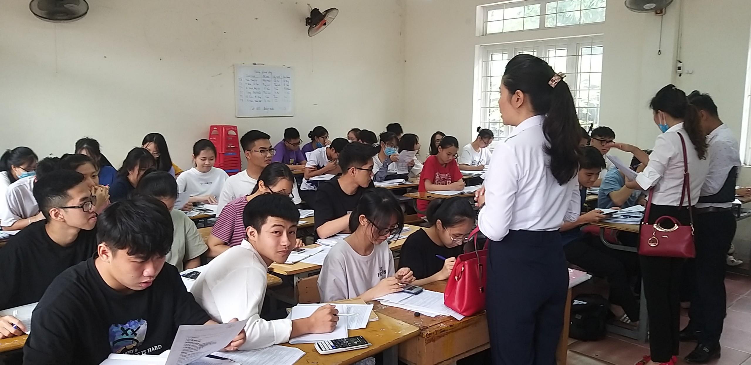 TBan Dự án Đào tạo và Cung ứng Nhân lực Hàng không Nghệ An tiếp tục chủ động định hướng, tư vấn nghề cho các em học sinh