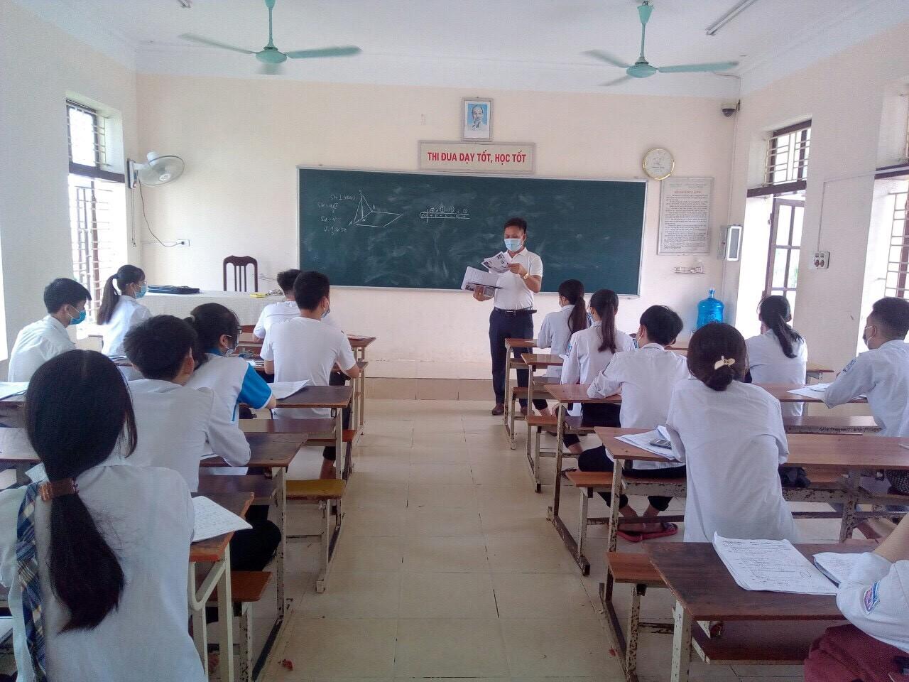 VNAS đồng hành cùng Ban giám hiệu trường  THPT  Hưng Nhân, huyện Hưng Hà, tỉnh Thái Bình trong công tác hướng nghiệp, giới thiệu các vị trị việc làm trong ngành hàng không