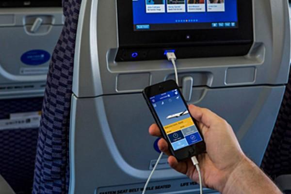 TLý do khách không được sạc điện thoại khi máy bay cất cánh