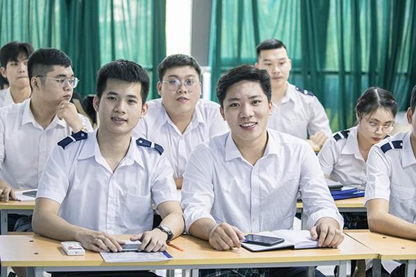 Chương trình 9+ Cao đẳng Quản trị kinh doanh Vận tải Hàng không: Cơ hội việc làm cho các bạn trẻ khi mới tốt nghiệp THCS
