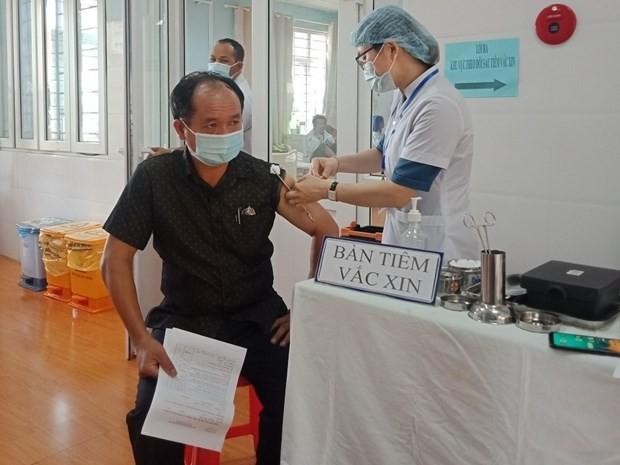 TNhân viên sân bay Tân Sơn Nhất, Pleiku được tiêm vaccine COVID-19